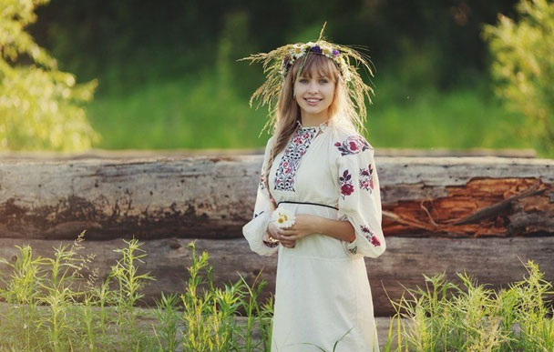 Русская девушка в деревне