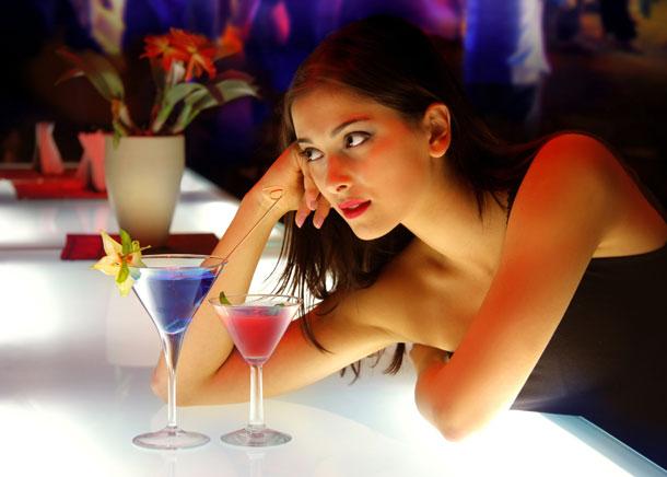 Метод подойдёт чтобы соблазнить девушку в баре