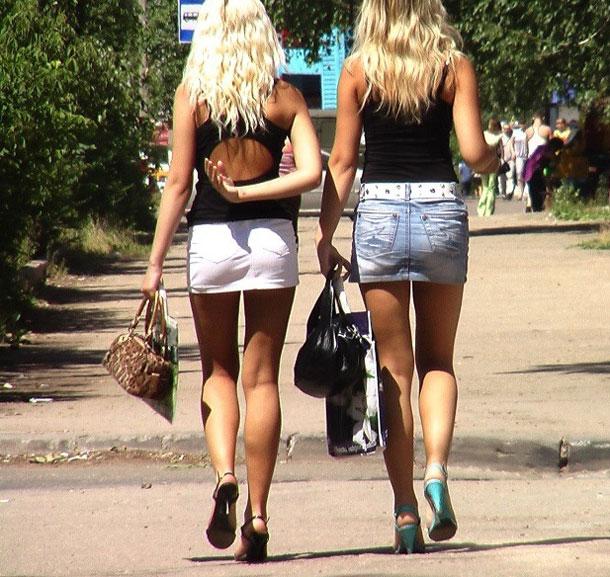 девушки выходят на улицу в том числе чтобы познакомиться