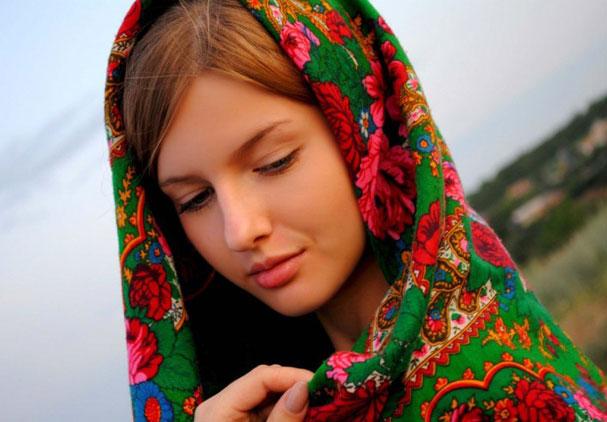 девушка в национальной одежде
